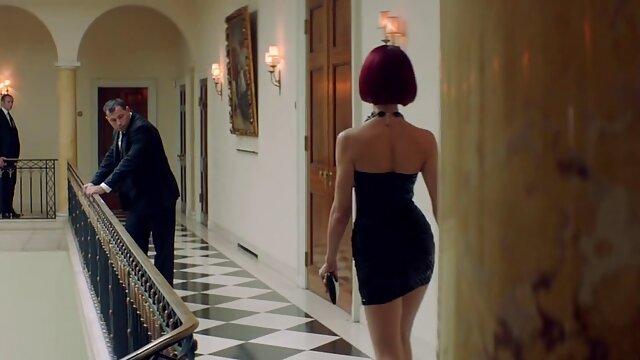 वयस्क कोई पंजीकरण  काले मुर्गा पर हिंदी में सेक्सी मूवी फिल्म लड़की मंडरा रही है