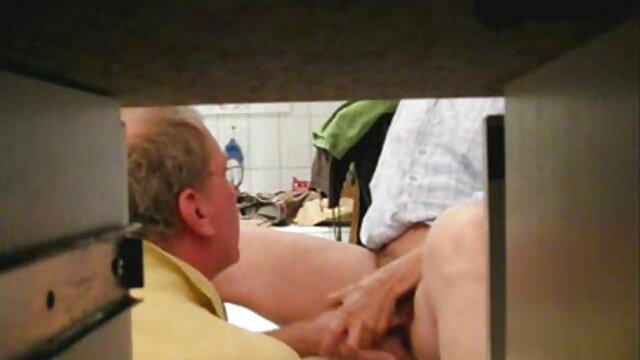 वयस्क कोई पंजीकरण  दो नशे में दोस्तों के एक सॉना में एक वेश्या सेक्सी मूवी वीडियो हिंदी बकवास ।