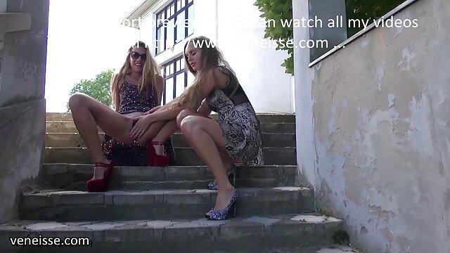 वयस्क कोई पंजीकरण  उसकी छाती के हिंदी सेक्सी फुल मूवी वीडियो फल के साथ नृत्य