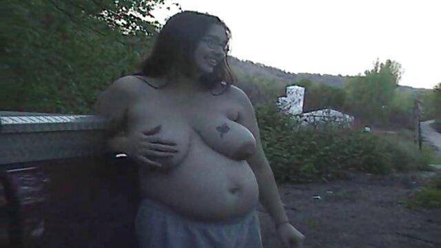 वयस्क कोई पंजीकरण  एक औरत फुल हद सेक्सी मूवी शरारती वसा के साथ घर में यौन यातना